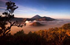 Остров Ява (Индонезия) привлекает туристов вулканами и древними памятниками