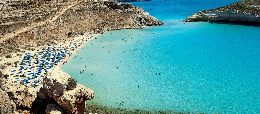 Живописный остров Лампедуза в Италии