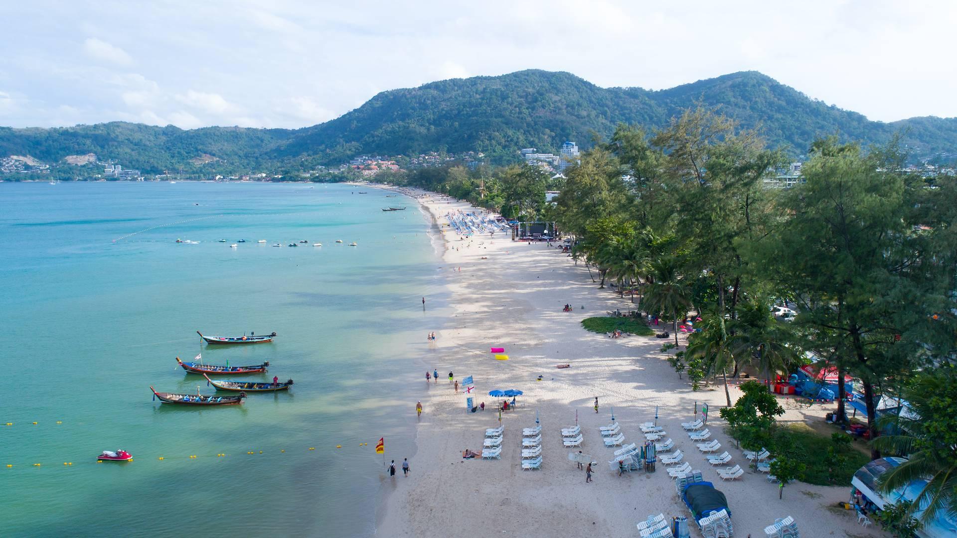 Вид пляжа Патонг бич в Тайланде на острове Пхукет