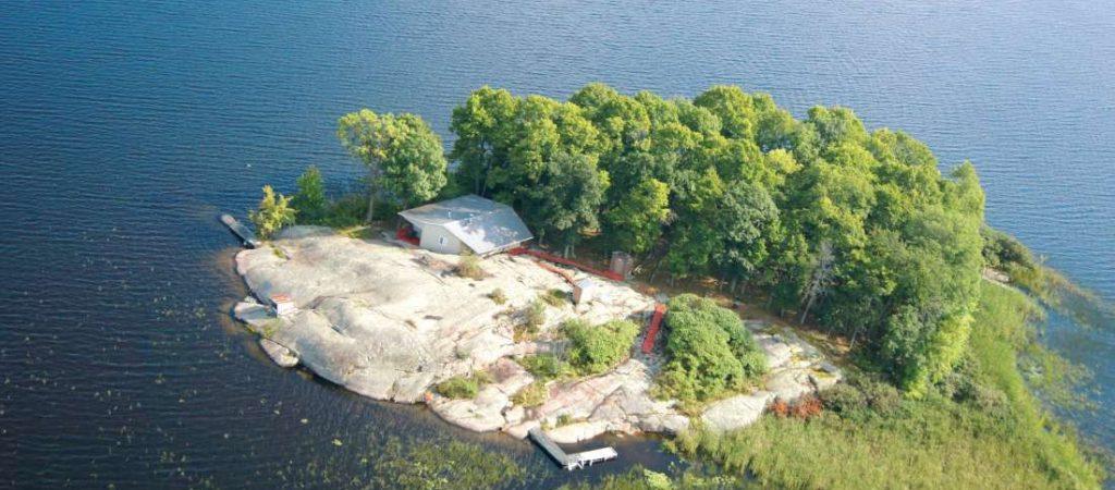 Отвечаем на вопрос: «Кто может позволить себе купить остров в Канаде»?