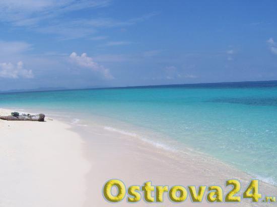 Чистый пляж на острове Бамбу
