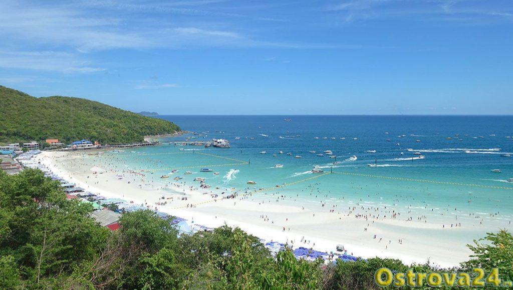 Общий вид пляжа на острове Ко Лан в Тайланде